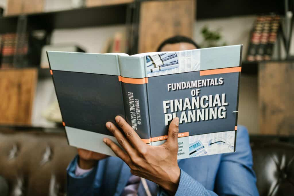 Man_learning_about_financial_planning